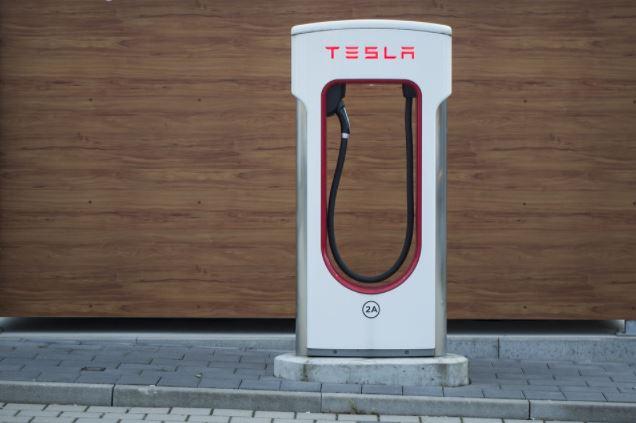 Na co zwrócić uwagę, wybierając stację ładowania samochodów elektrycznych do domu?